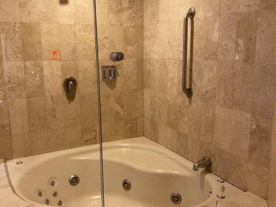 jacuzzi suite 3-min